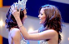 Gal Gadot é coroada Miss Israel, 2004.