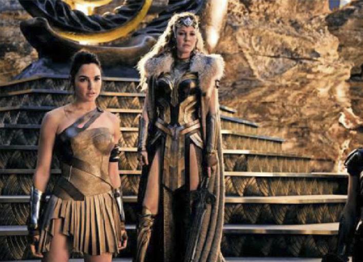 Gal Gadot, como Diana de Themyscira e Connie Nielsen, como Hippolyta, em Mulher-Maravilha