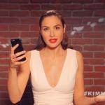 Gal Gadot lê tweet malvado no Jimmy Kimmel Live!