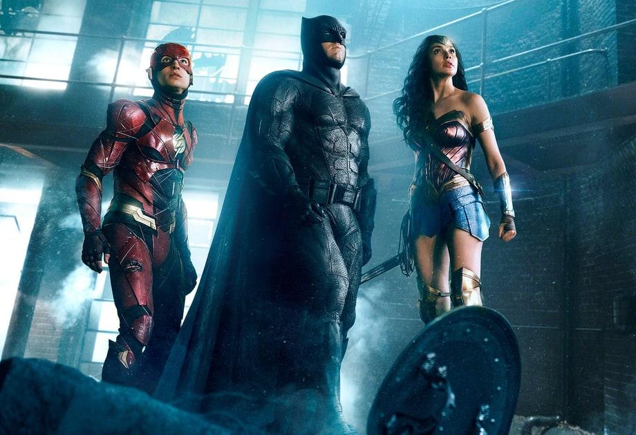 Flash (Ezra Miller), Batman (Ben Affleck) e Mulher-Maravilha (Gal Gadot), em Liga da Justiça.